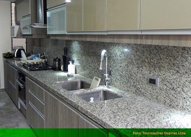 Cocina integral puertas con perfil en aluminio y mesón en granito natural #cocinas #cocina #muebles #meson #granitonatural
