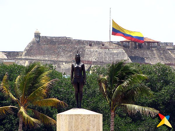 """La India Catalina"" Statue with ""Castillo de San Felipe"" Cartagena. Colombia. http://www.going2colombia.com"