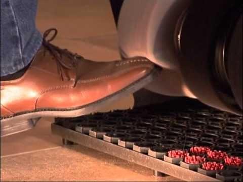 Jak działa maszyna do czyszczenia i polerowania obuwia niemieckiej firmy HEUTE