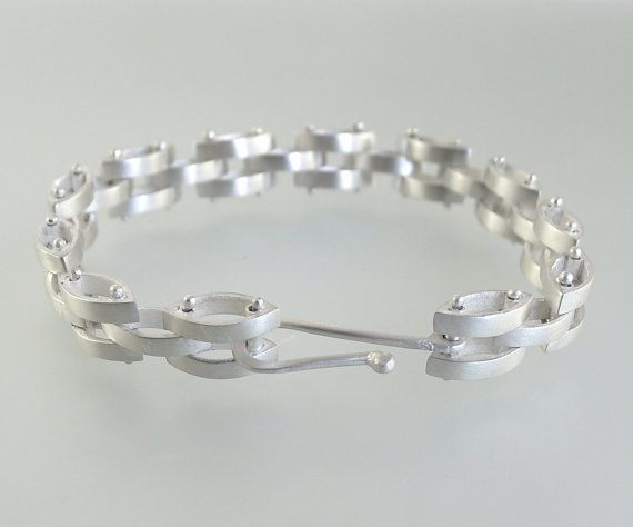 Beautiful Sterling Silver Link Bracelet - B0250