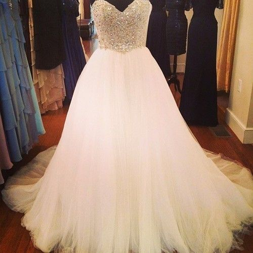 I REALLY love the sweetheart neckline with the simplicity of the sparkly bodice... Not too much sparkles, but the right amount.