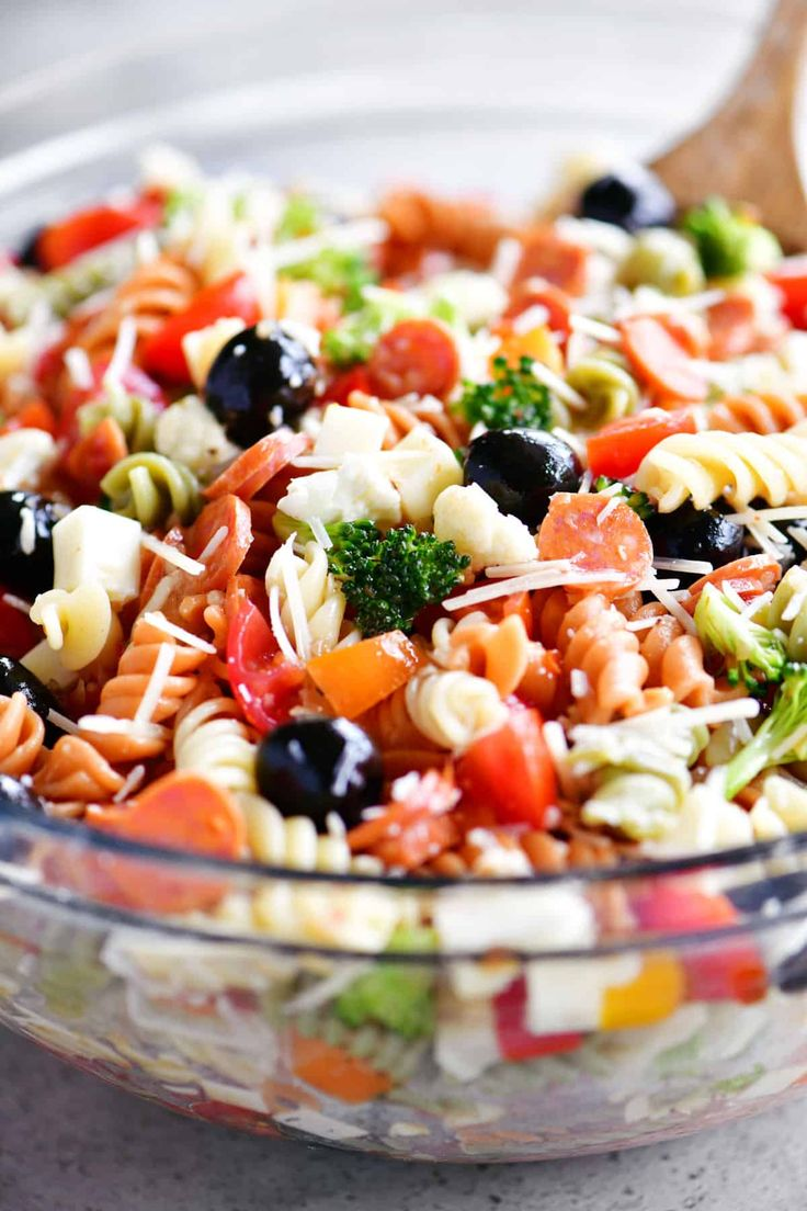 Italian Pasta Salad ist eine einfache, aromatische Beilage mit Gemüse, Peperoni, …   – Food-Salad