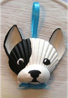 Französische Bulldogge-Ornament. Black And White Frenchie Muschel Verzierung. Strand, Wassersport, Cape Cod Hund Kunst