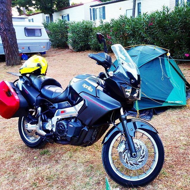 #parking #trekking #camping #drinking ....ing 💓  #moto #aprilia #caponord #alone in the wild  #summertime #hot