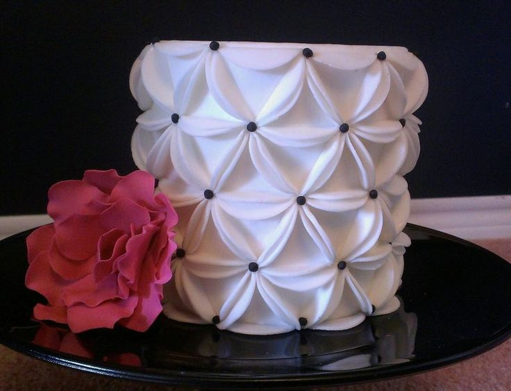 """They're just fondant circles, and you wanna score the sides about 1/2"""" in to make a triangle. Then just fold the sides up and place them on your cake in a circle. Then just keep building from there. Hope that helped, lol. :)"""