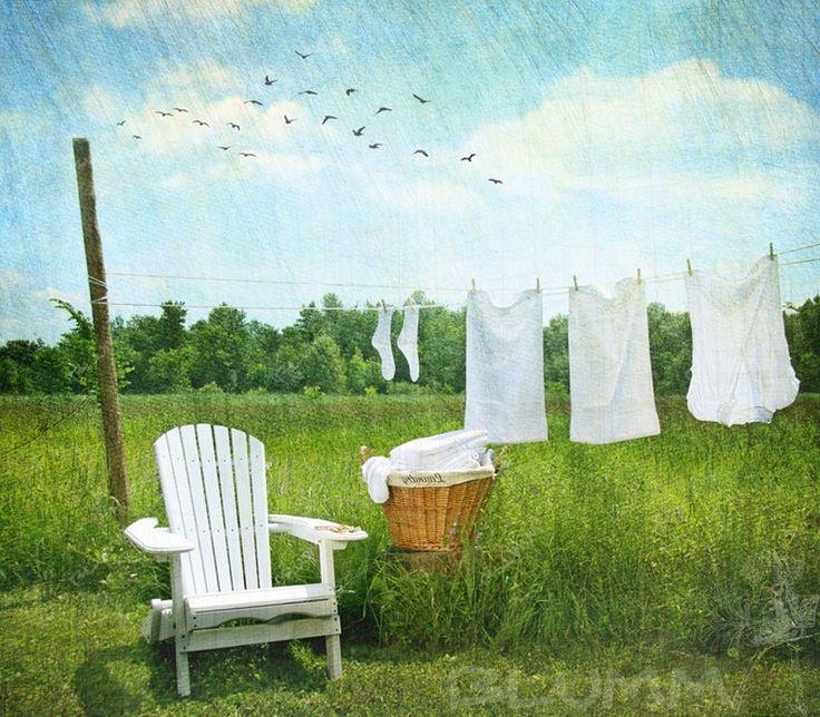 В жаркое время года проблема появления на одежде пятен от пота становится как никогда актуальной. Большинство хозяек не понаслышке знают, что достаточно сложно избавиться от запаха и следов пота на вещах. При этом отдать белье химчистку могут позволить себе далеко не все. Как можно отстирать пятна пота от одежды в домашних условиях? Пятна пота на одежде - http://blumm.ru/zhenskie_hitrosti/2620-kak-otstirat-pyatna-pota-ot-odezhdy.html