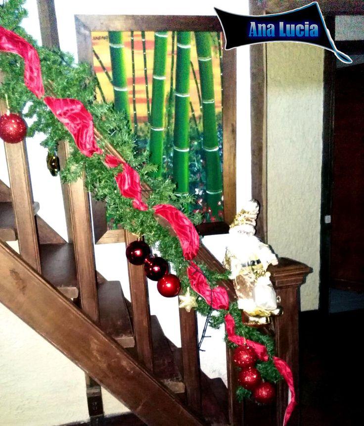 Adorno para escalera en Navidad con cinta