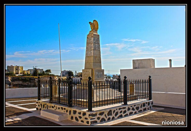 Μνημείο Πεσόντων Θηραίων Μεσσαριτών, Σαντορίνη.