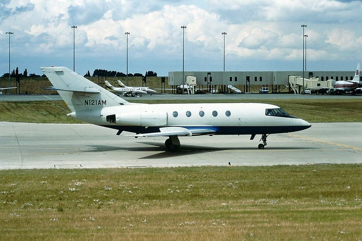 N121AM By Rob Hodgkins (N121AM Dassault Falcon BHX 31-07-84) [CC BY-SA 2.0 (http://creativecommons.org/licenses/by-sa/2.0)], via Wikimedia Commons