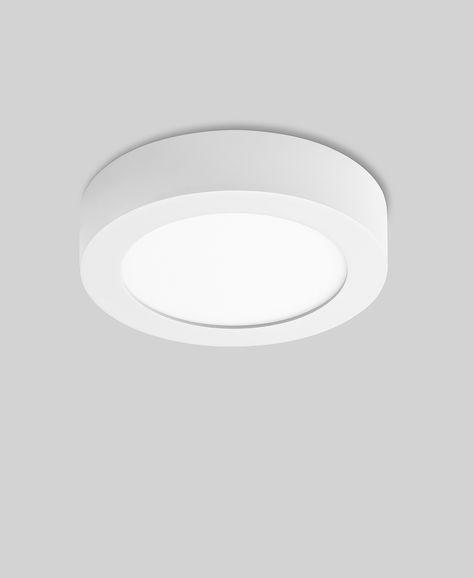 Mit einem klassischen und zeitlosen Design versehen, nutzt die freistrahlende p.008 LED Deckenleuchte R - dimmbar von prediger.basedie neueste LED-Technologie für einen energiebewussten Einsatz mit Vorbildcharakter. Die in die flache Bauform integrierten LED-Module hellen mit gleichble...