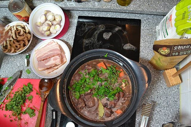 """Cooking """"Coq Au Vin"""" in last year. Missing house party with friends. For the good old days  #cooking #coqauvin #franch #chicken #vin #bacon #chalotte #wine"""