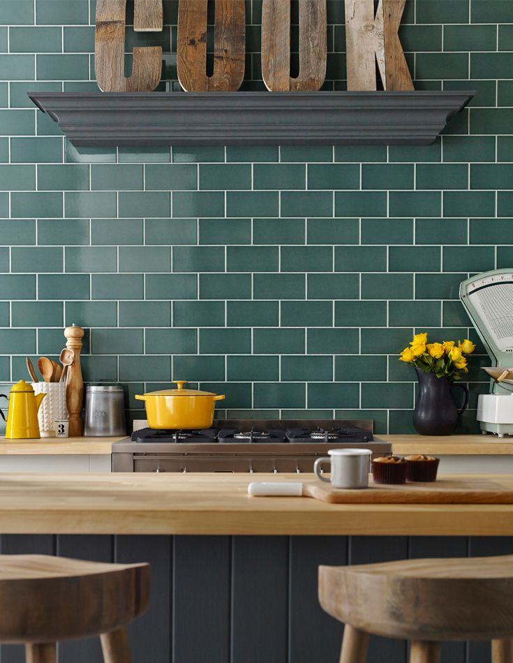 A unique 10x20 crackle glaze tile, the creation of Astrea™ took inspiration from the traditional Celadon ceramics known for their type of glaze and colour. The etymology of the term Celadon appears to have come from the French pastoral romance, L'Astree written in 1627.