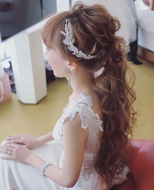 ジェニファーベアのリーフのヘッドアクセも可愛かった☺️✨ ドレスはエリザベスフィルモア