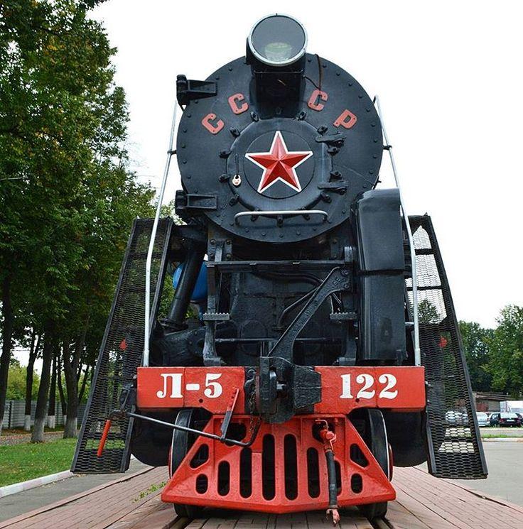 Паровоз номер 5122 установлен в честь 100 летия ЯЭРЗ.