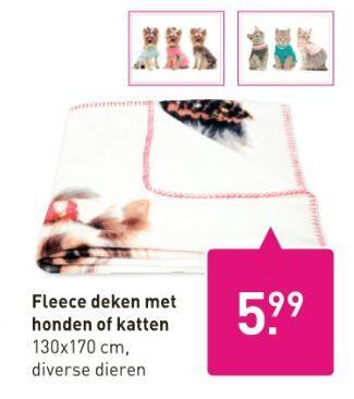 Wat is fijner dat tijdens koude dagen onder een dekentje op de bank te gaan zitten? Wat vind jij van deze fleece deken met honden of katten? Deze dekens zijn te koop bij de Xenos. Bekijk de folder op Reclamefolder.nl.
