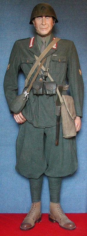 Regio Esercito Italiano. Sergente. 1° Reggimento Granatieri di Sardegna. Uniforme da combattimento. ARM.I.R. (Armata Italiana in Russia). Seconda Guerra Mondiale.