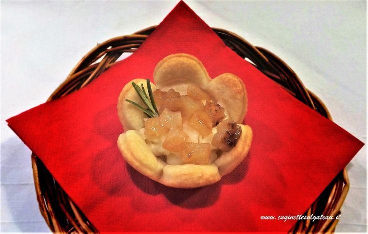 Fiori di brisée al pecorino con taleggio e pere caramellate   Cuginette sul gâteau
