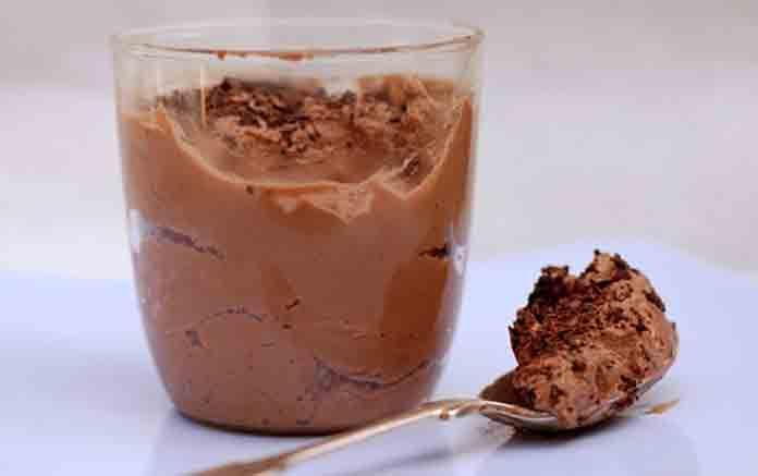 Творожный десерт с желатином и какао