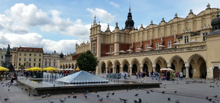 Are you planning a trip to Krakow and wondering what are the biggest attractions of the city? Professional guides will provide You with a few tips!
