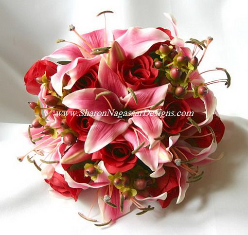red and pink wedding flowers - the day lillies in here! my fave.
