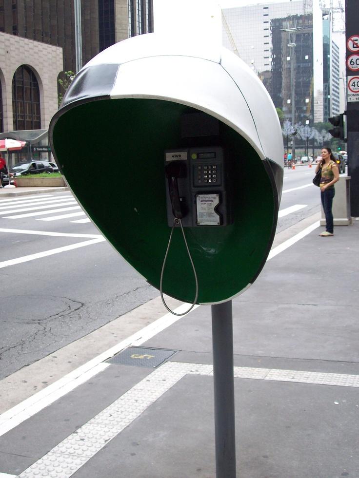 Cada día me sorprenden más las cabinas telefónicas de Sao Paulo