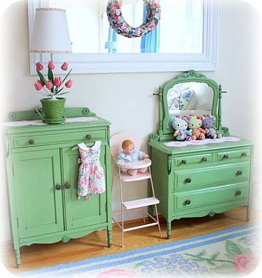 i would love to find something like this...antique doll furniture (child size) in my favorite green.