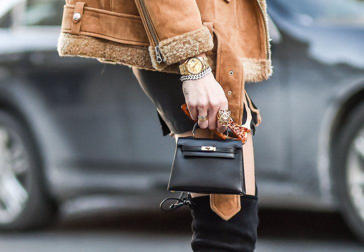 Pin for Later: OMG! Die Schuhe und Taschen auf den Straßen New Yorks Street Style: Taschen und Schuhe bei der New York Fashion Week Hermès Tasche.