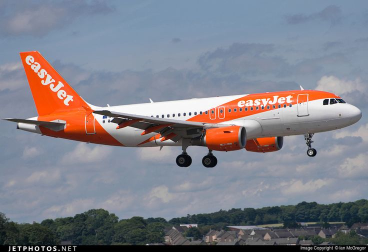 Airbus A319-111, easyJet, G-EZDZ, cn 3774, 156 passengers, first flight 15.1.2009, easyJet delivered 22.1.2009. Active, for example 30.9.2016 flight Edinburgh - London. Foto: Edinburgh, United Kingdom, 19.7.2016.