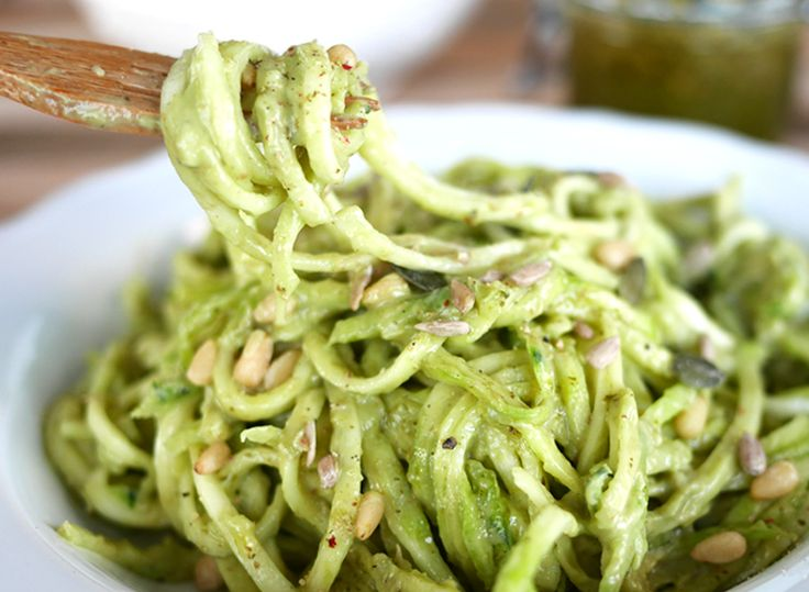 Courgette pasta met avocado saus, heerlijk!