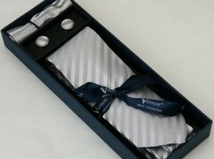 Set of men accessories which contains tie, cufflings and tissue.