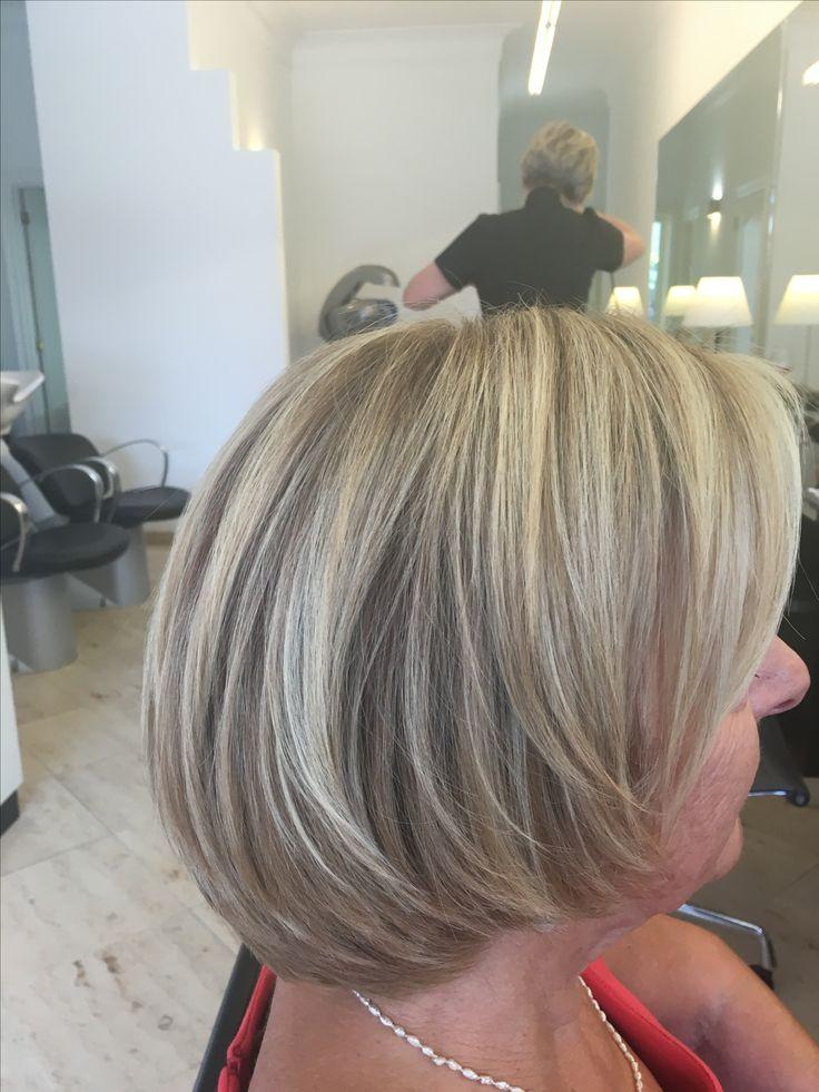 halflang blond haar
