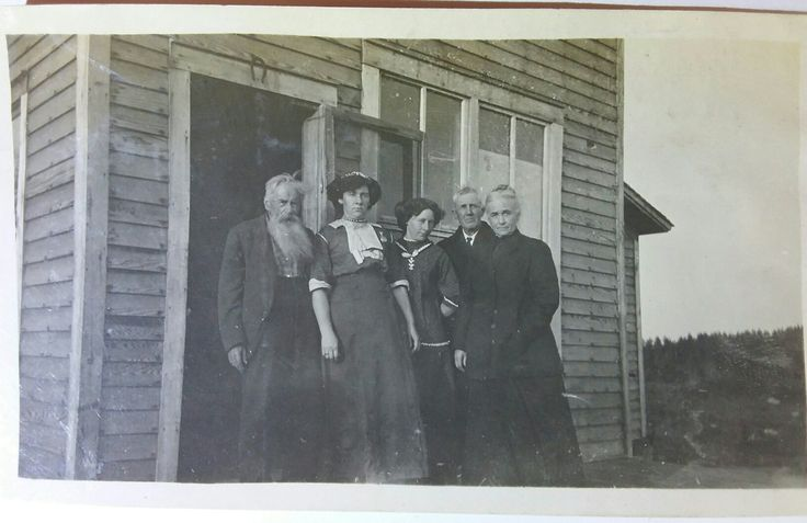 James Earp, his step granddaughter Rita Richardson, her daughter Therma, Wyatt Earp and Josie Earp. Im positive on the Earps, Highly likely on Rita and Therma. This image is on an RPPC sized privately printed card from the early to mid 1920s. Certainly no later as James passed in 1926.