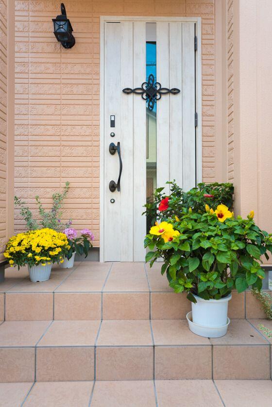 玄関ドアは、「LIXIL防火ジエスタ(B-12型 / エクリュアイボリー)」 カザスキー付です。 #玄関ドア #玄関 #扉 #リクシル #ジエスタ #LIXIL #防火ジエスタ #防火ドア #カザスキー