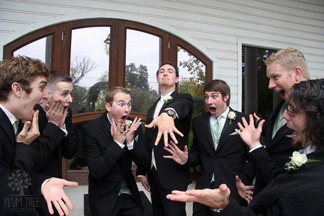 funny groomsmen wedding photo ideas 14