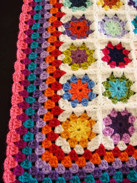 little flowers crochet afghan with granny edging