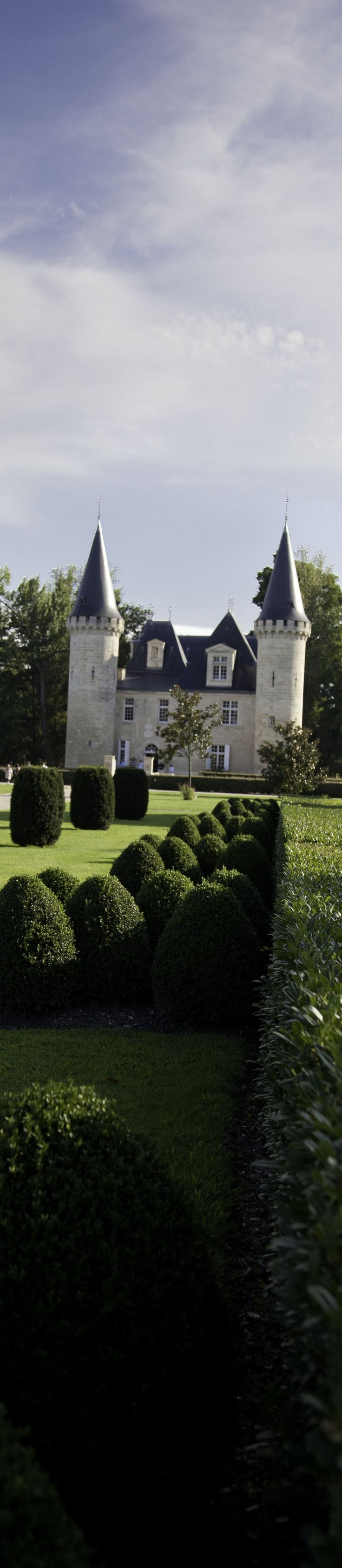 A fairytale castle in Bordeaux, France   http://www.pinterest.com/adisavoiaditrev/boards/