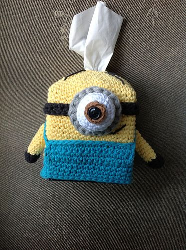 In this document you'll find the instructions and pictures to chochet a Minion, the funny character from the film Despicable Me. It is a tissue box cozy (or toilet paper cozy).