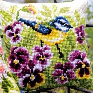 Vogels in bloemen kussens om zelf te maken in kruissteek