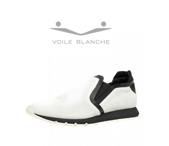Voile Blanche NICO - slip-ons - white Very original fabric and punched leather slip-ons. The ideal shoes for bold outfits but also the perfect choice for more sporting occasions. These original shoes are a blend of design and modernity, and are comfortable and light.  #VoileBlanche #SlipOns