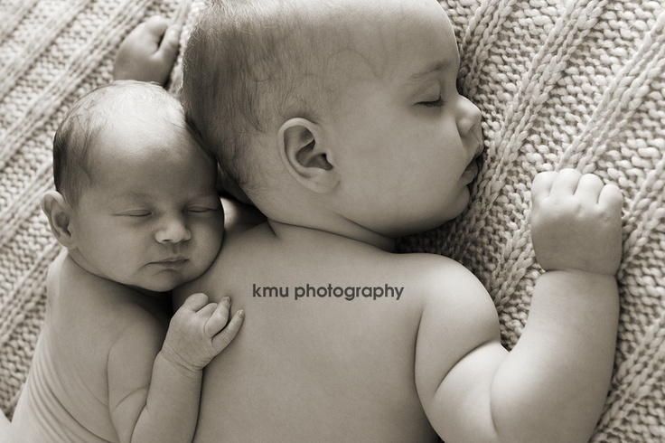 BABY SISTERS: Now THIS is an adorable Irish twins picture and set of poses!