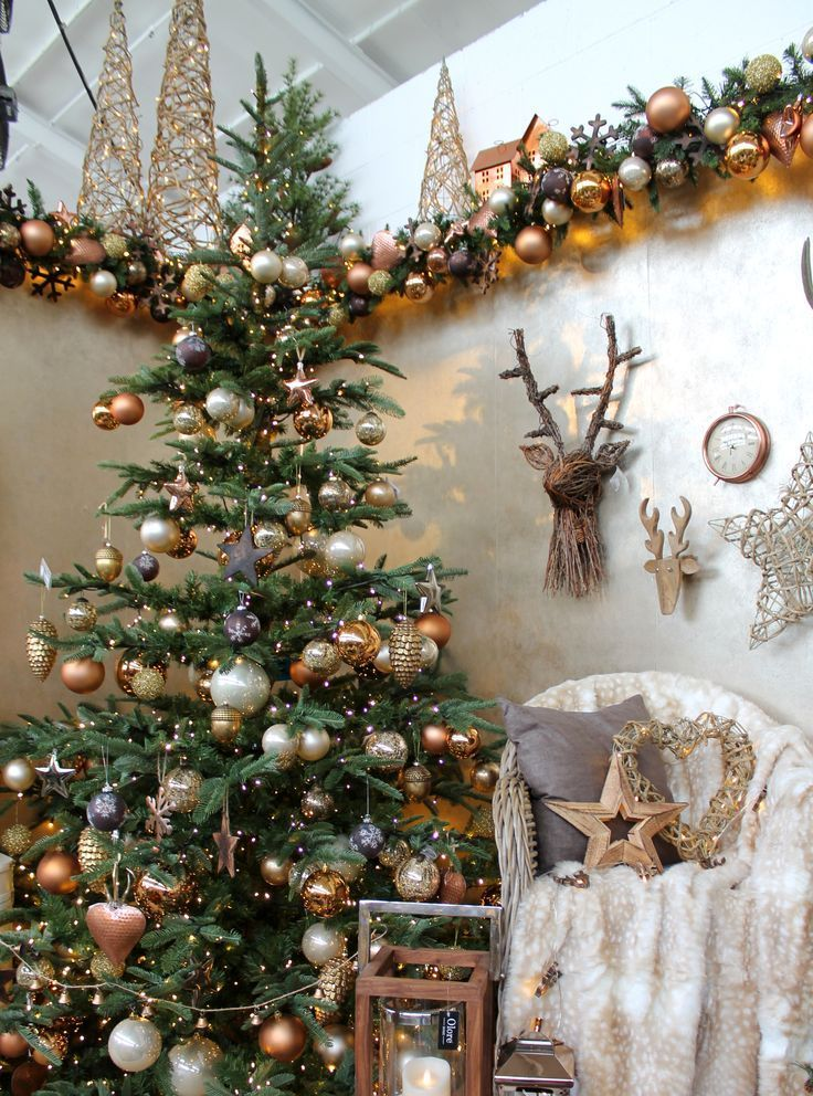 A Warm And Cosy Christmas Tree Design With Copper Brown And Cream Decorations Accessories In 2020 Copper Christmas Decor Christmas Tree Design Christmas Tree Themes