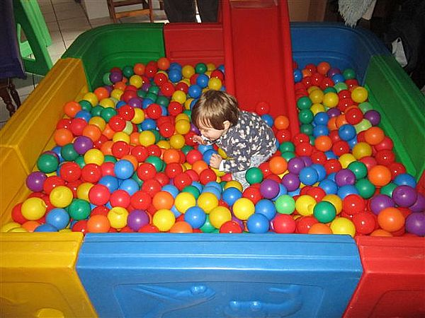 Ball Pond-Small- Available to hire only from BiemBie.co.za