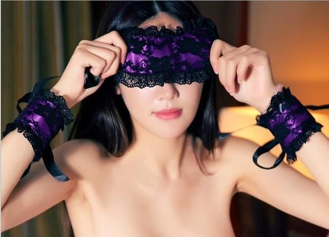 Womens' Lace Blindfolded Mask & Play Handcuffs Set