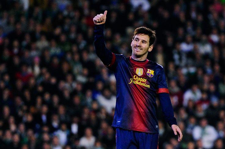Lionel Messi HD Wallpaper of Football - http://www.wallpapersoccer.com/lionel-messi-hd-wallpaper-of-football.html