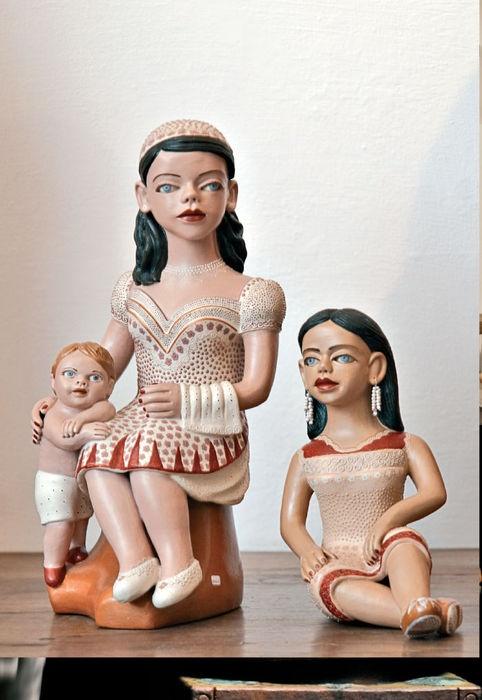 Arte Popular do Brasil: Zezinha  Zezinha, Bonecas, cerâmica policromada. Reproduçao fotográfica Revista Brasileiros.