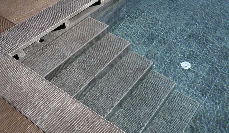 Piscine e bordi vasca | Kronostecnica Gres Soluzioni per progetti e su misura. #gresporcellanato #kronosceramiche #piscine