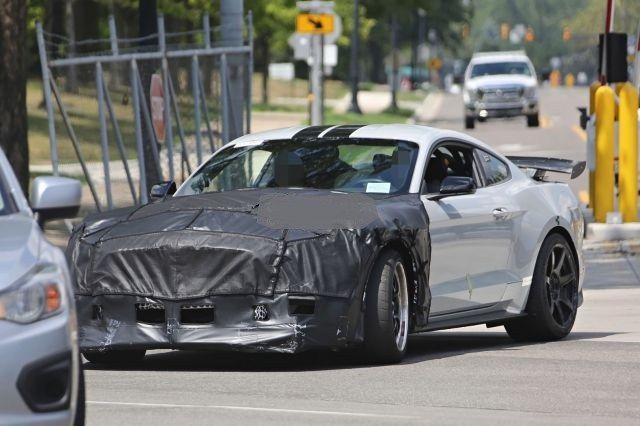 2019 Ford Shelby GT500 Spy Photos, Teaser Video - Car Announcements 2018-2019