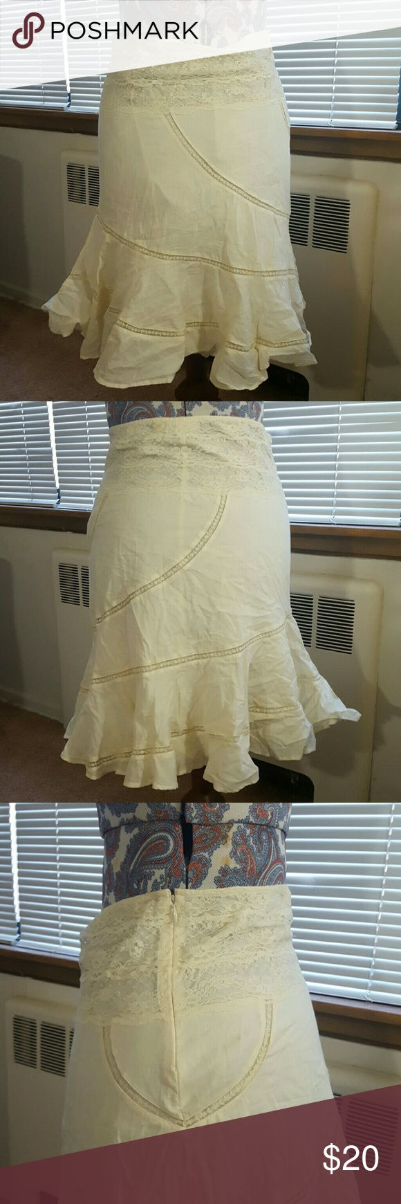 DKNY jeans lace trim skirt EUC Color: beige Hidden zipper on left side  100% cotton DKNY Jeans Skirts Midi
