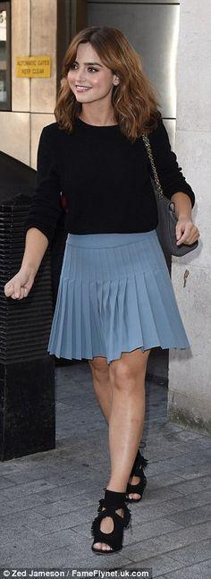 Jenna slung a sweet charcoal handbag over her shoulder as she exited work