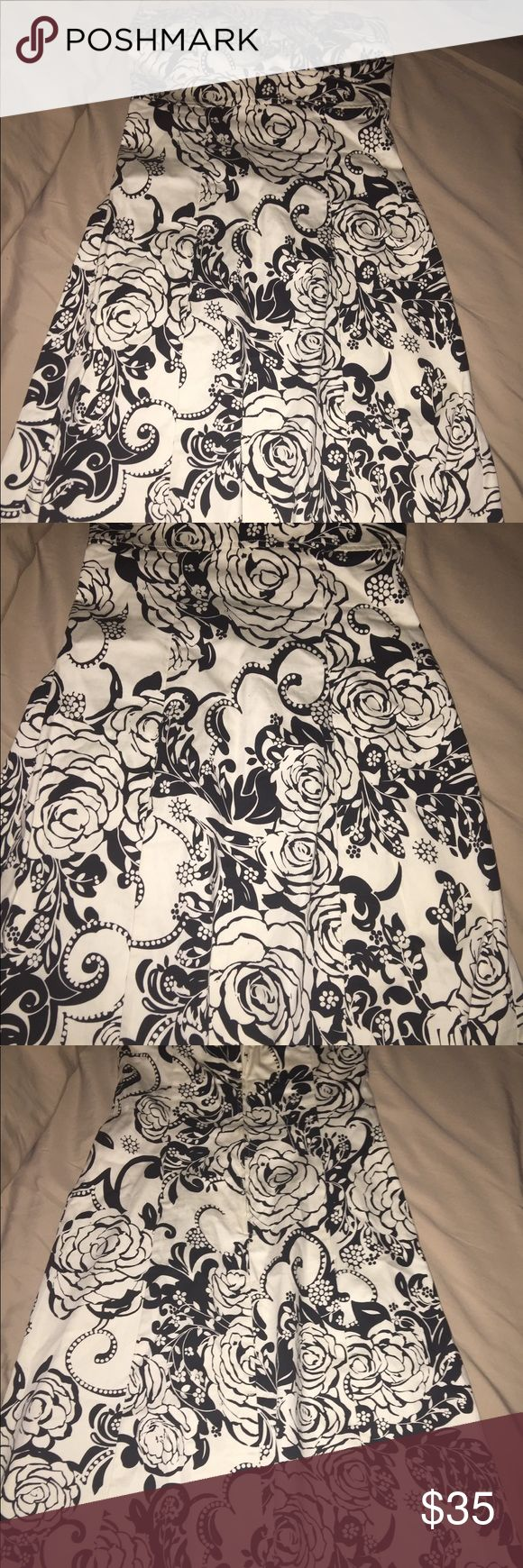 Beautiful Women's Dress Size 5/6 Beautiful knee length women's strapless dress made by B Smart. It's black and white with gorgeous rose accents and detailing in black on a white background. The dress is a size 5/6 and is in excellent condition. Zip closure in the back. From a pet free smoke free home. b smart Dresses Strapless